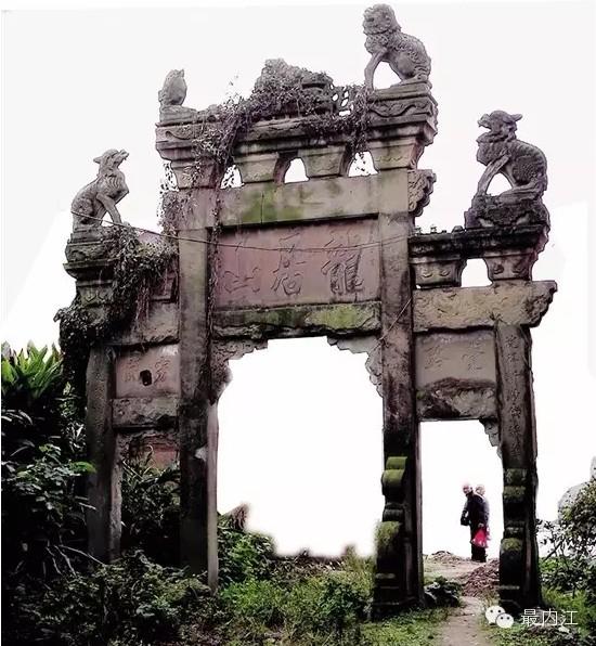 一座辉煌五百年的古庙 如今只剩断壁残垣